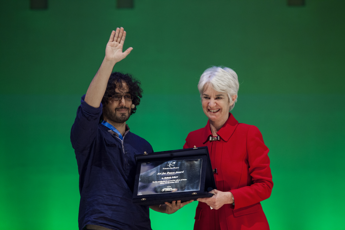 Science for Peace 14/11/14 - Kathleen Kennedy Townsend consegna a Murad Subay l'Art for Peace Award
